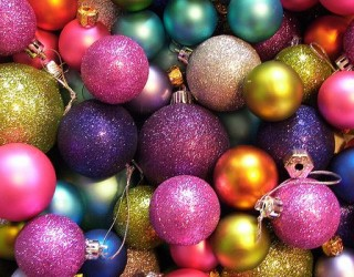 Masses-of-multi-coloured-glittery-Christmas-baubles1